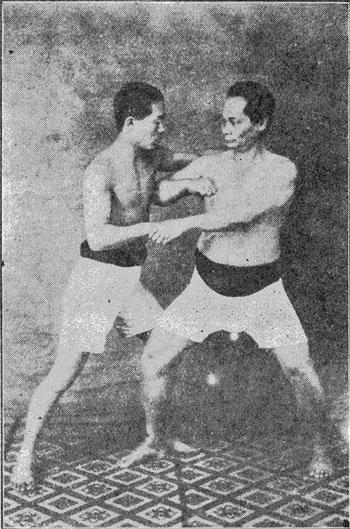 Yamada Tatsuo (left) with Motobu Chōki in 1926