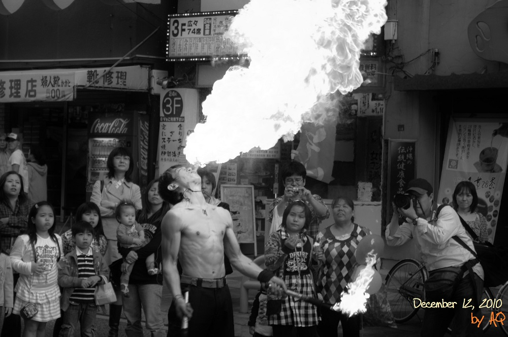 Fire-breather and onlookers, Naha, December 12, 2010. Photo: A. Quast.