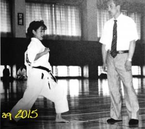 "July 9, 1994, at the ""5th Fukuoka World Women Karate Tournament"": Yokoyama Hisami (today: Inoue) receives instruction in kata by Inoue Yoshimi. Photo: Yachiyo Shinbukai."