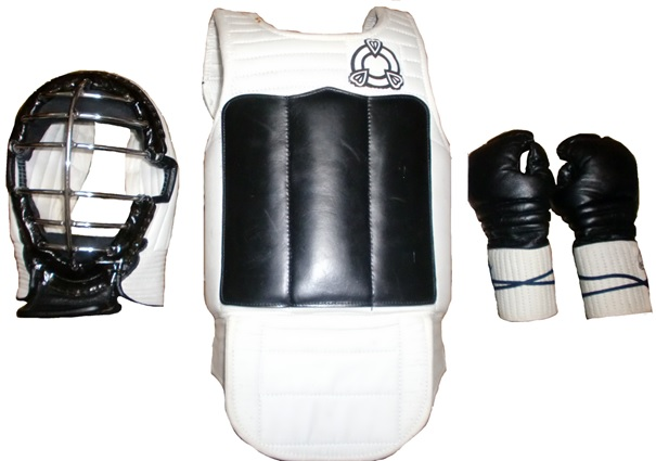 Armor used in the Renshinkan of Shōrinji-ryū. Except for protective gear borrowed from kendō or baseball, this is the oldest type of armor that was specifically developed for use in karate kumite. From left: head protector (men 面), chest protector (dō 胴), hand protector (kote 小手). Sometimes shin guards were also used.