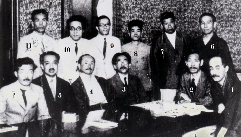 "Members of the ""Southern Islands Discourse Meeting"", 1927. From: Naha City Museum of History (Iha Fuyū 100th Birthday Anniversary Commemoration Album, photo 129. Original from: ""Asahi Graph,"" 13 July 1927 issue)."